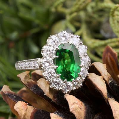 Jewels Tsavorite Ring with a majestic Halo